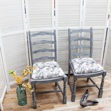 glasshouse-girl-grey-roses-farmhouse-chairs-1